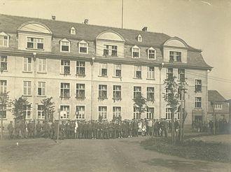 Holzminden prisoner-of-war camp - Kaserne B at Holzminden, with prisoners and guards