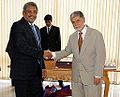 Honras militares ao secretário de Defesa e Desenvolvimento Urbano do Sri Lanka, Gotabaya Rajapaksa. (11969094855).jpg