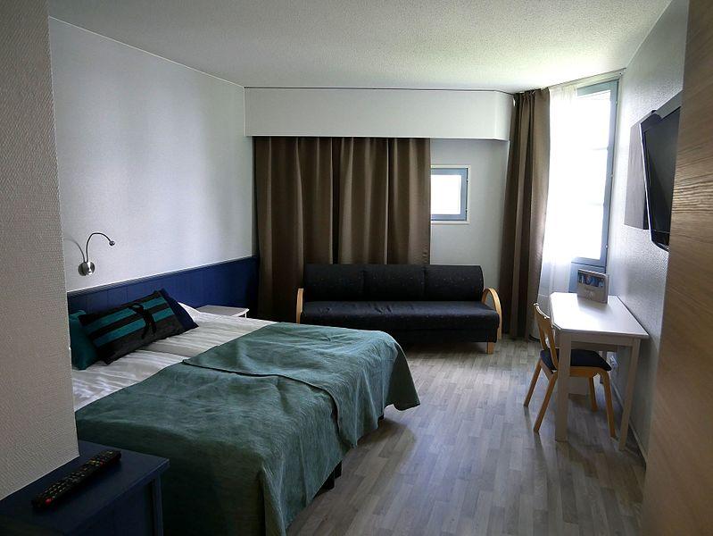 File:Hotel room 20170601.jpg