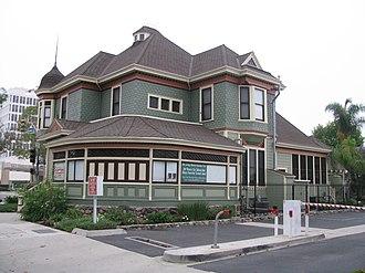 Downtown Santa Ana Historic Districts - Image: Howe Waffle House 01
