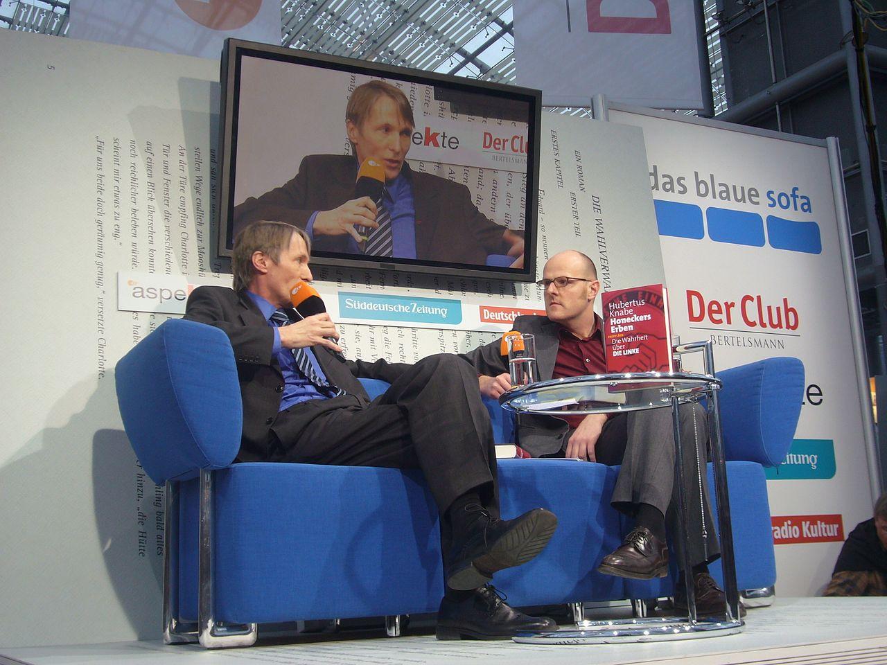 Hubertus Knabe auf dem Blauen Sofa (6318869951).jpg