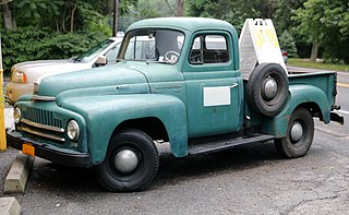 International L series Type of truck