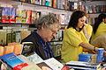 Ian Gibson firmando en la Feria del Libro.jpg