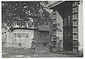 Ignacy Płażewski, Wejście do budynku Rektoratu Uniwersytetu Łódzkiego przy zbiegu ulic Lindleya i Narutowicza, I-4710-9.jpg