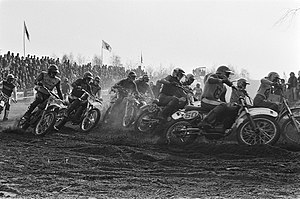 Internationale Motorcross in St. Anthonis start van de motocross, Bestanddeelnr 928-4647.jpg