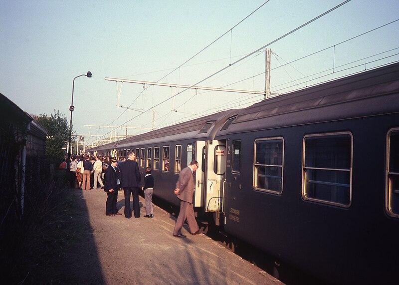 File:Internationale nachttrein in Dendermonde in 1981.jpg