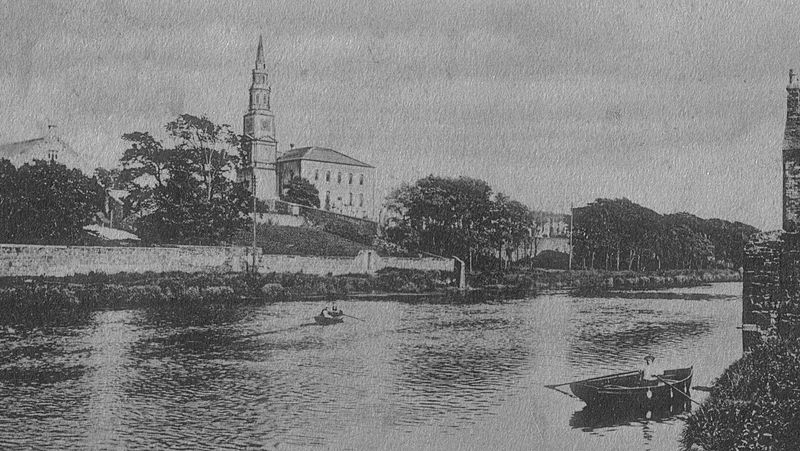 Irvine and the old kirk, 1904.jpg