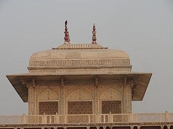 Itimad-ud-daulah Tomb 02.jpg