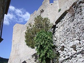 Il Castello di Itri,la parte interna vista dal centro storico.