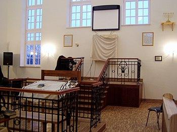 Polski: Wnętrze synagogi w Jeszywas Chachmej Lublin