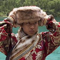 Jiuzhaigou Sichuan China Man-in-traditional-costume-02.jpg