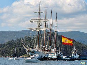 Juan Sebastián Elcano remolcado al muelle (14466143300)