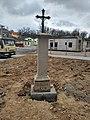 Kříž u silnice v Hluboké nad Vltavou.jpg