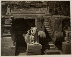 KITLV 28329 - Isidore van Kinsbergen - Right side entrance of the Panataran temple in Blitar - 1867-07.tif