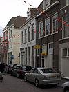 foto van Fors hoekpand met later gepleisterde en van een kroonlijst voorziene gevel met muurankers en dakkapel