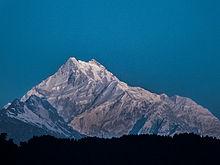 Afbeelding van de Kangchenjunga bergtop.