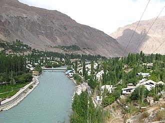 Gunt River - Khorg and Gunt River looking east