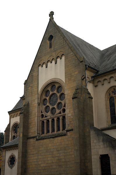 D'Péitenger Kierch baussen, rue de l'église.