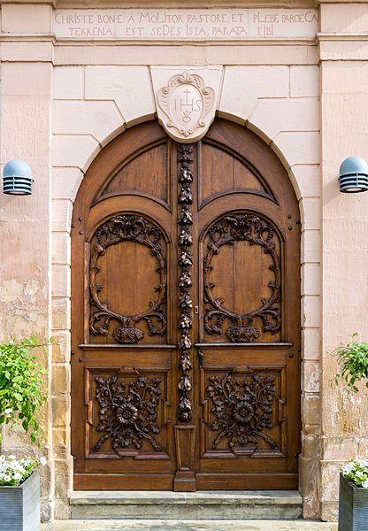 D'Portal vun der Kierch zu Miedernach.