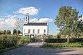 Klein kerkje met rondom de graven in Simonshaven.jpg