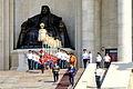 Kompania honorowa na schodach parlamentu podczas święta Naadam w Ułan Bator 03.JPG