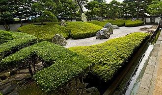 Kōmyō-ji (Kamakura) - Kōmyō-ji's rock garden with its eight rocks