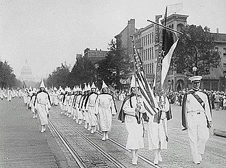 Far-right politics - Image: Ku Klux Klan members march down Pennsylvania Avenue in Washington, D.C. in 1928