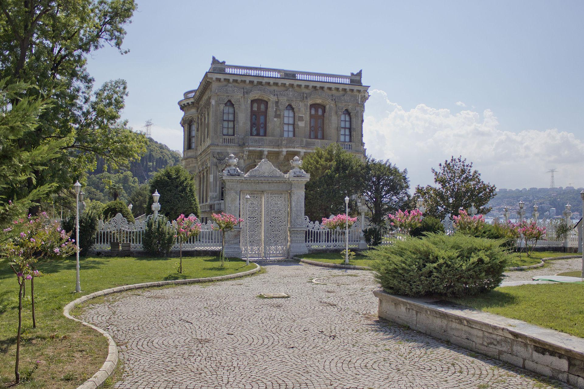 1920px-Kucuksu_Palace_3.JPG
