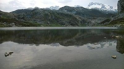Lago de Covadonga 01.jpg