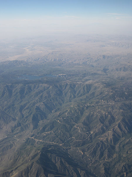 Lake Arrowhead from United 41 (7177773326).jpg