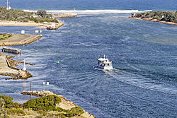 Lakes entrance - the entrance.jpg