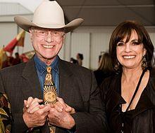 Linda Gray with Larry Hagman in 2009