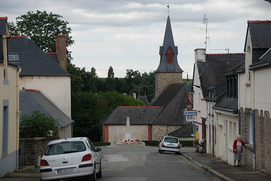 Eglise et monument aux morts du bourg