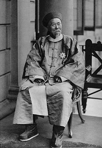 Li Hongzhang, a Chinese politician, general and diplomat of the late Qing dynasty. Li Hung Chang in 1896.jpg