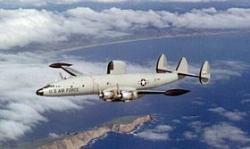 Un EC-121D Warning Star del 552nd Airborne Early Warning and Control Wing USAF in volo sopra la Thailandia nel 1972