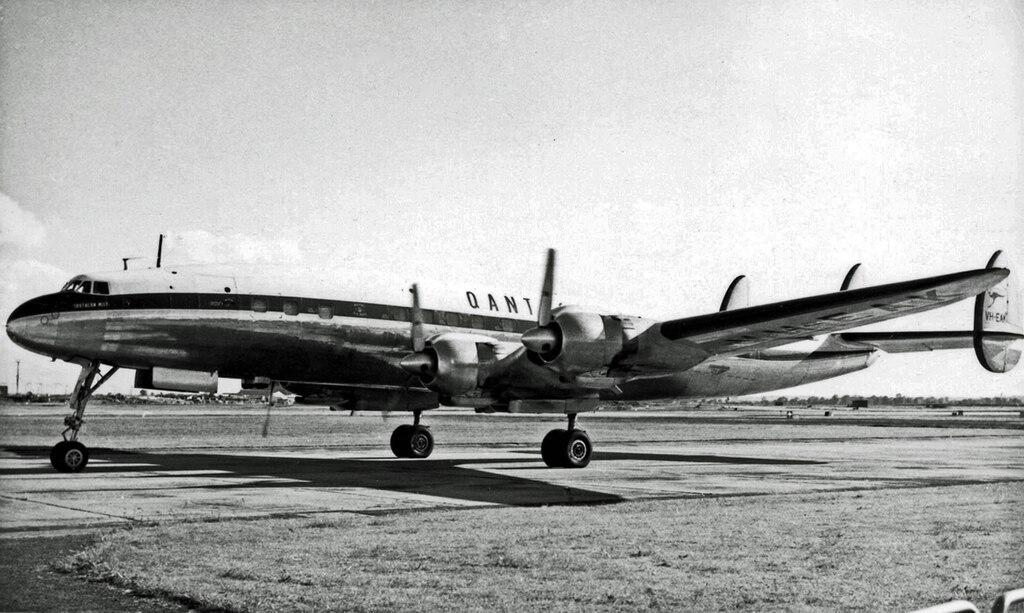 1024px-Lockheed_L1049_VH-EAK_Qantas_LAP_