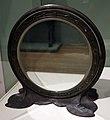 Louis comfort tiffany per tiffany studios, specchio in bronzo, new york 1905 ca.jpg