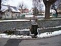 Lounín, náves, výtok z rybníčku.jpg