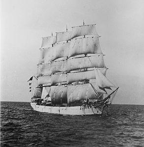 Lucipara (ship, 1885) - SLV H91.250-589.jpg