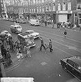Luilak in Amsterdam, de jeugd versperde de trambaan in de Van Woustraat, Bestanddeelnr 915-2140.jpg