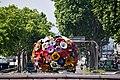 Lyon, Place Bellecour, hinten Notre-Dame de Fourvière (19.) (27825634757).jpg