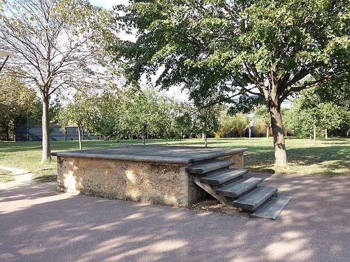 Lyon 7e - Parc de Gerland, estrade.jpg