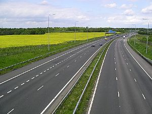 M2 motorway (Great Britain) - The widened section approaching the lane drop at Junction 4