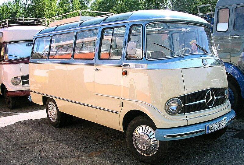 Datei:MB O 319 Panorama-Bus vr.jpg