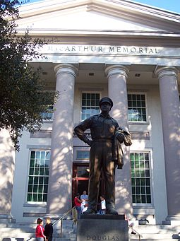 Douglas MacArthur Memorial in Norfolk, Virginia. The statue is a duplicate of the one at West Point. The base houses a time capsule which contains various MacArthur, Norfolk and MacArthur Foundation memorabilia. Macarthurmemorial.JPG