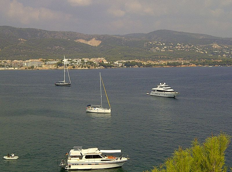 File:Magaluf Boats Harbour.jpg