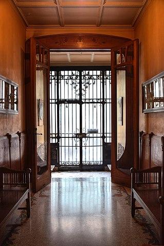 File:Maison Leon Losseau - hall d entree.jpg - Wikimedia Commons