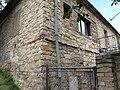 Malé Žernoseky, detail kamenného domu.JPG