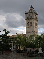 Η πλατεία Νικης με το Δημαρχείο και το ρολόι του Αγ. Νικολάου.