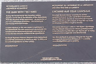 Commissioners Park (Ottawa) - The statue and its plaque.